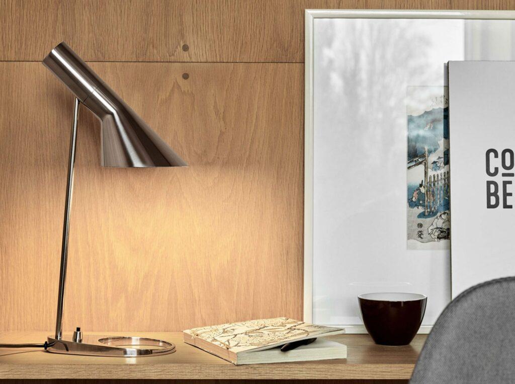 AJ Table Arne Jacobsen LP stainless steel mne