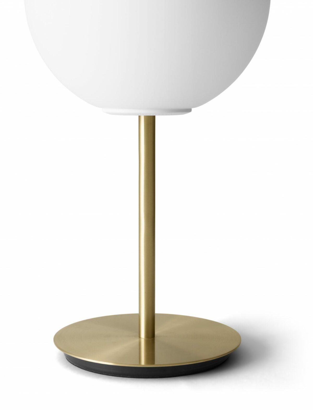 1461689 TR Bulb Table Brass closeup DtW 1