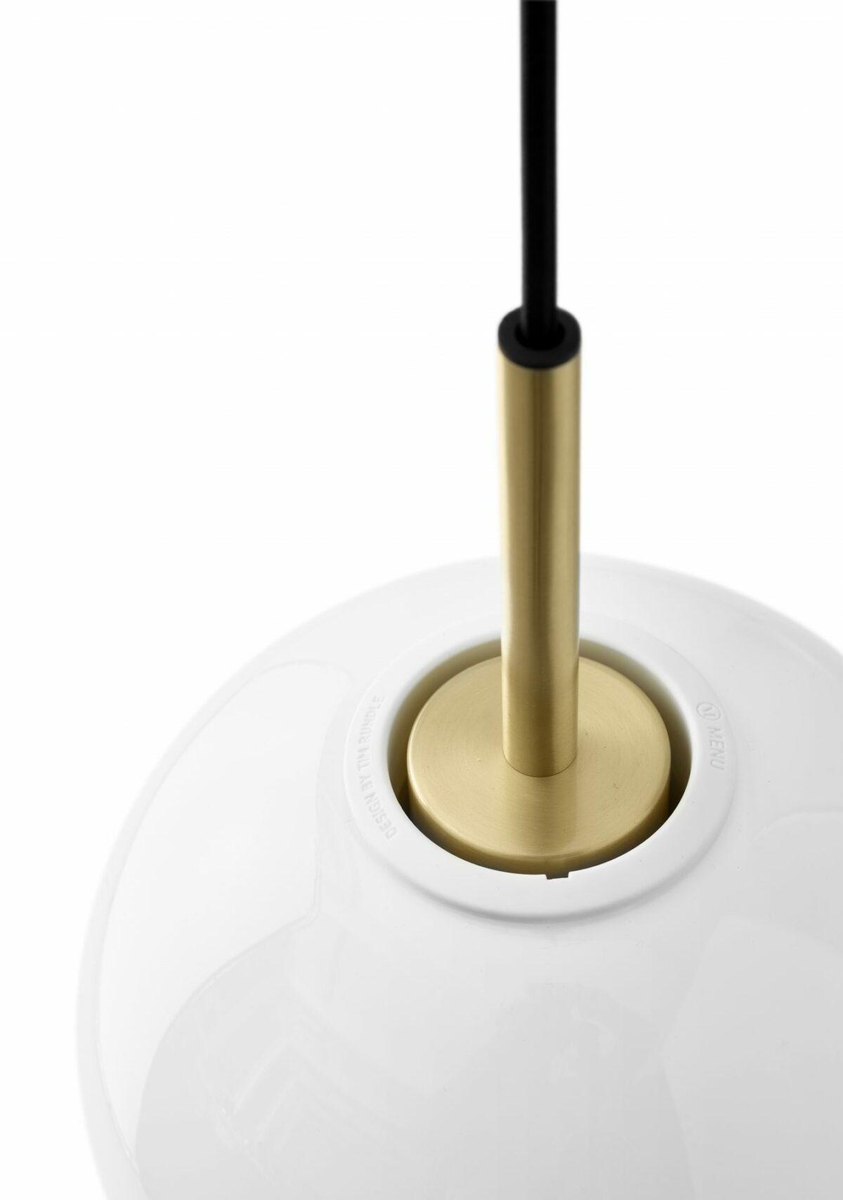 1463679 TR Bulb Pendant Brass close up DtW