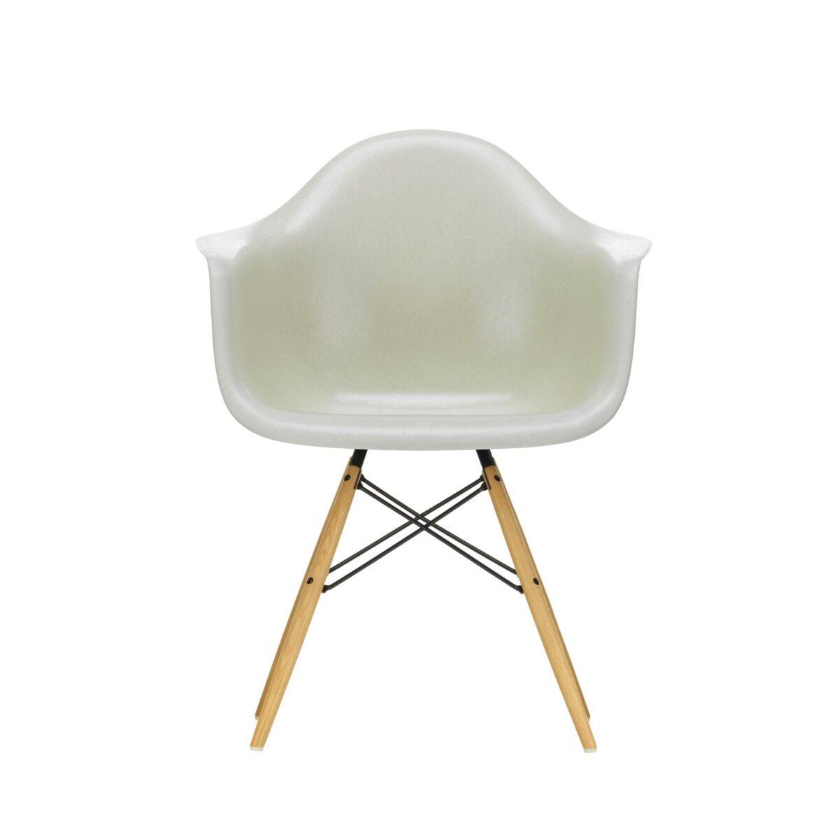 3345706 Eames Fiberglass Armchair DAW 01 parchment 65 ash honey centre master