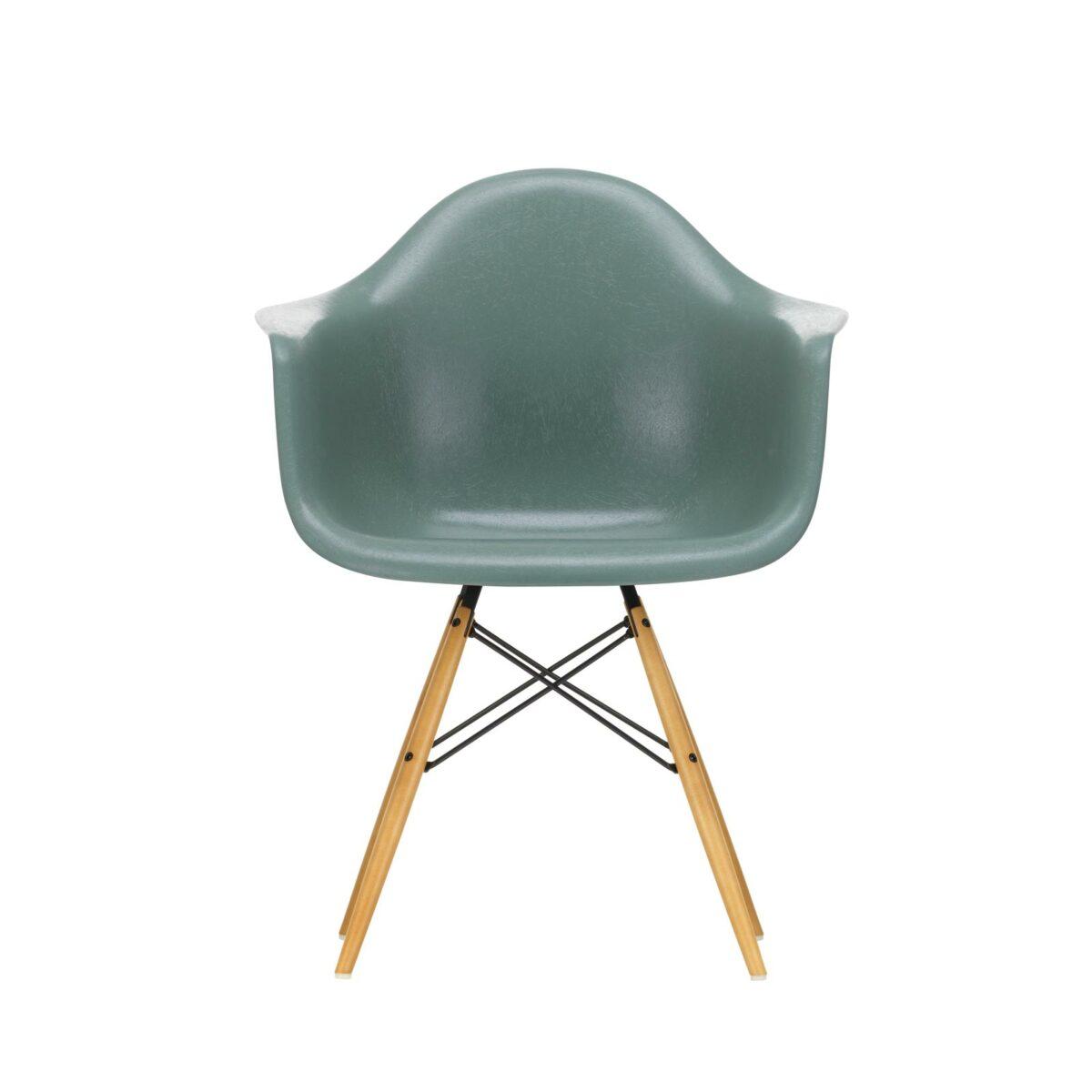 3345730 Eames Fiberglass Armchair DAW 05 sea foam green 02 golden maple centre master