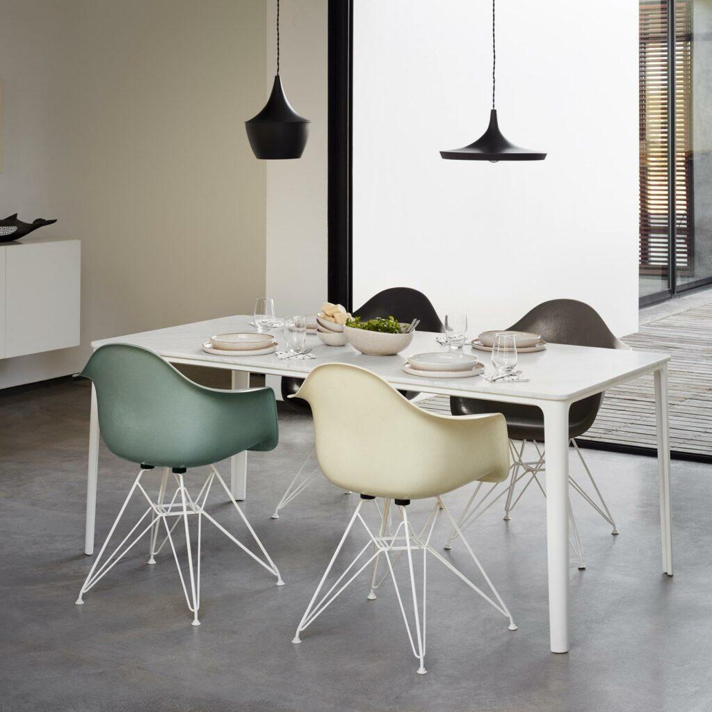 3385567 Eames Fiberglass Armchair DAR Eames House Whale Plate Dining Table Akari 13A Wire Chair master