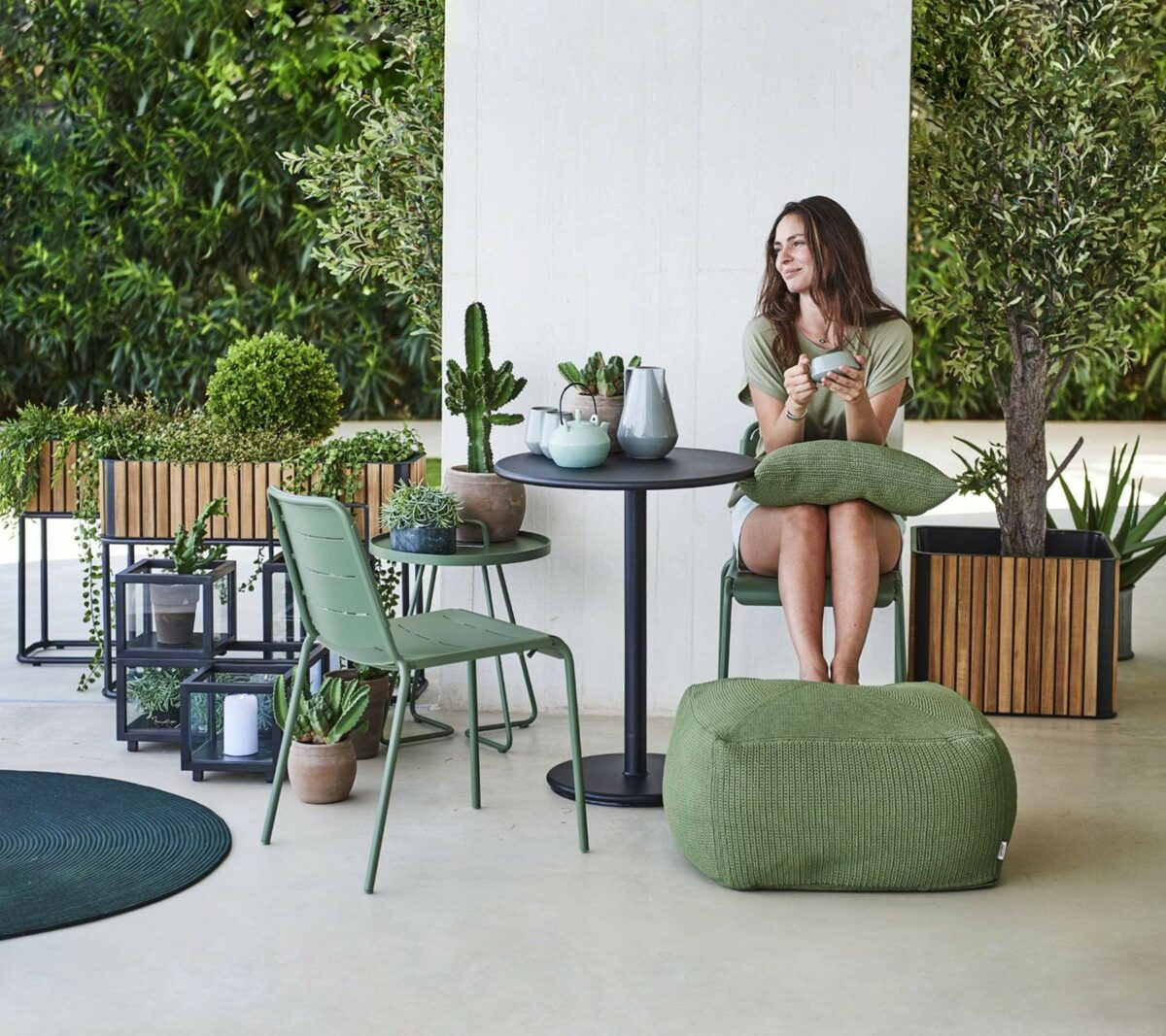 Flowerbox 0003 Go cafe table copenhagen chair divine footstool 1571336098 c9d42bad e516 4680 90fa 71cc69f5fded
