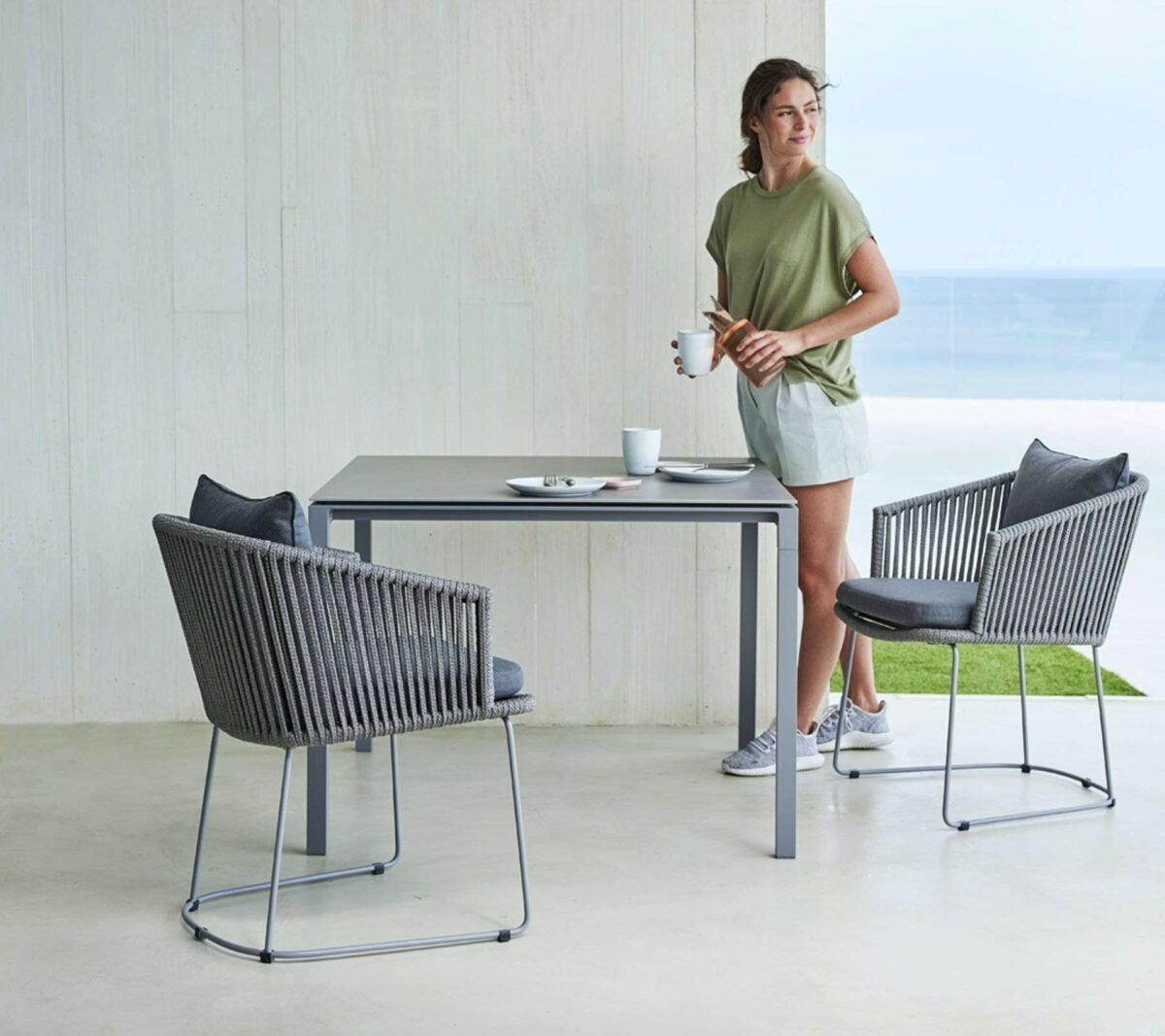 Moments 0005 Moments chair pure dining table 4 1571336101 d0820a95 6574 43ac 946e ac98d5abb6e1