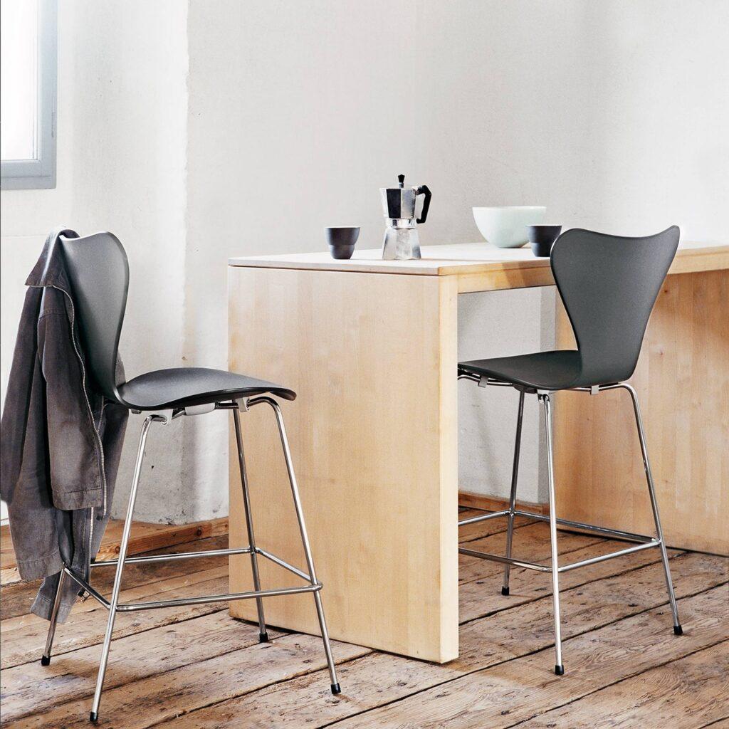 fritz-3187-barstol-svart-lackad-miljo